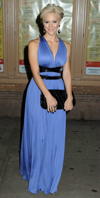 Katharine Mcphee Wearing Her Hair In An Easy Pixie