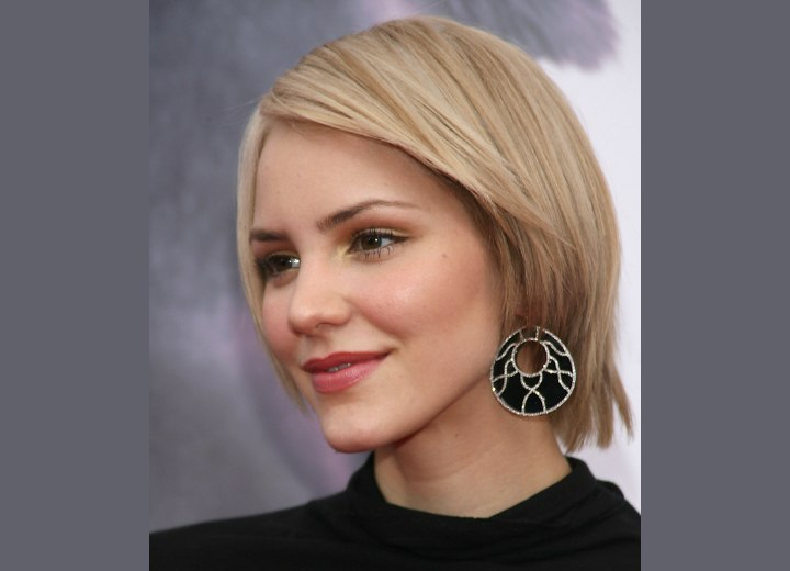 Short angled and slithered hairstyle - Katharine McPhee