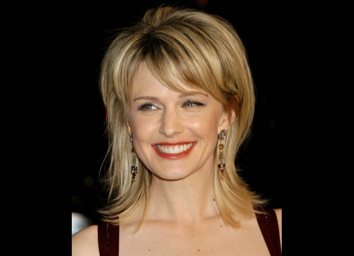 Wispy hairstyle with a carefree appearance - Kathryn Morris