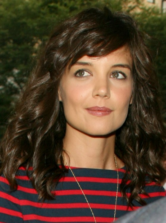 Katie Holmes With Long Coiled Hair That Has A Healthy Sheen
