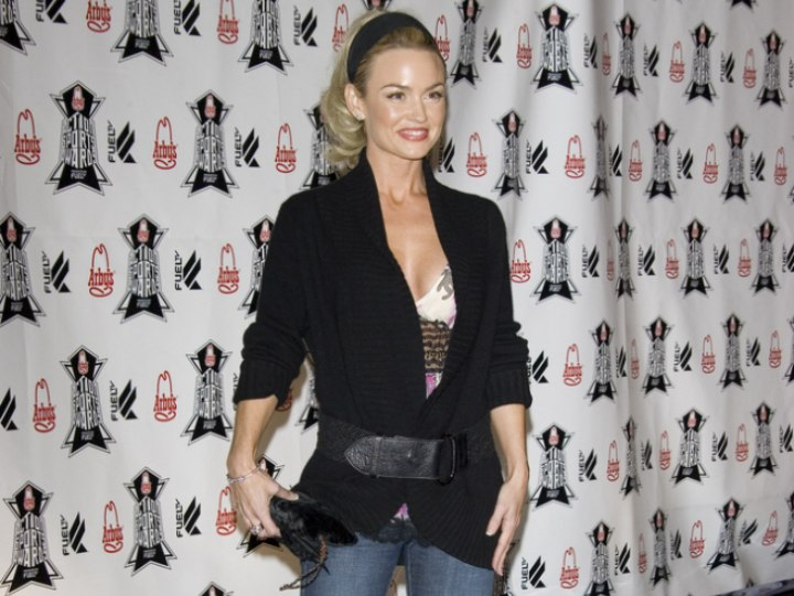 Kelly Carlson's sporty look with boots and cardigan