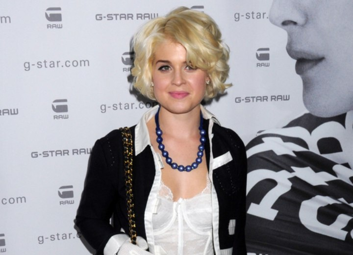 Kelly Osbourne look with short curly hair