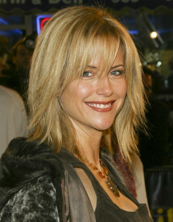 Kelly Preston S Razor Cut Hairdo With Textured Ends
