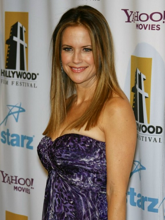 Kelly Preston S Youthful Long Hair With Stylish Simplicity