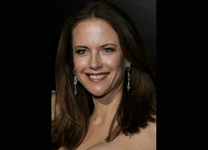 Brunette Kelly Preston wearing her hair long
