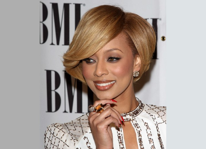 Keri Hilson's short and smooth round hairstyle