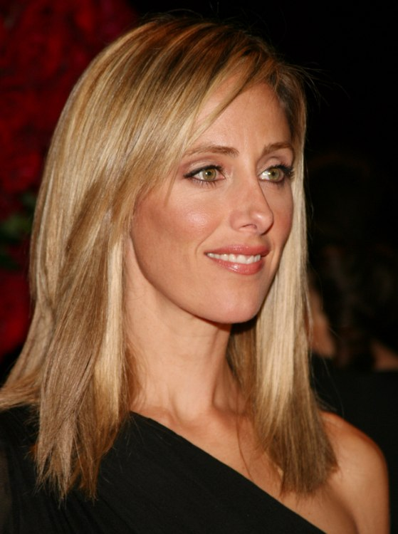 Kim Raver S Refined Simple Hairstyle With The Hair Cut