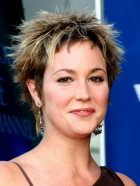 Kim Rhodes With Short Chopped Hair Pixie