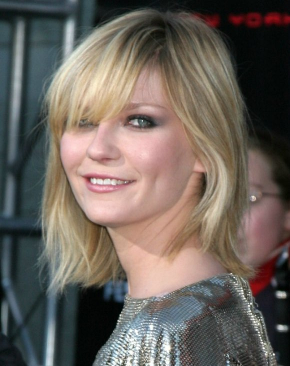 Kirsten Dunst S Shimmering Silver Dress And Shoulder