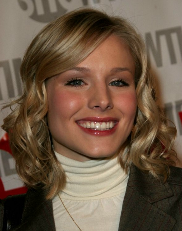 Kristen Bell S Medium Length Hair With Curls And White