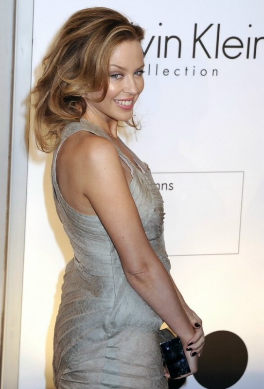 Kylie Minogue S Long Hairstyle With Rolling Volume
