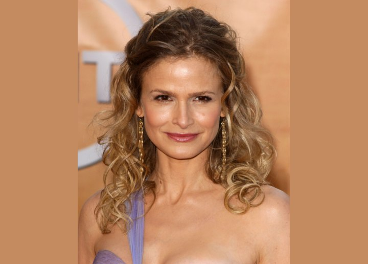 Kyra Sedgwick's romantic curly hairstyle