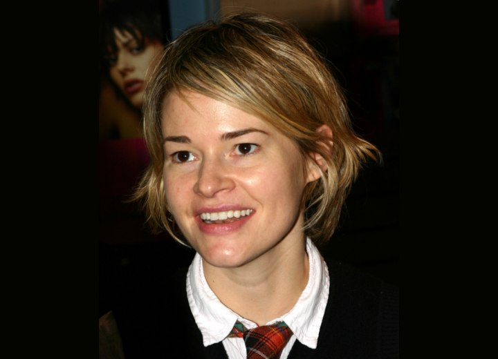 Hairstyle with layers against the neck - Leisha Hailey