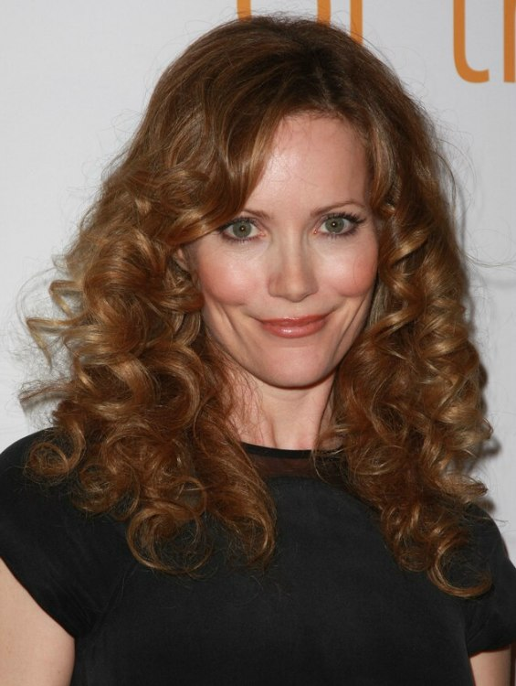 Leslie Mann With Her Long Hair Styled In Spiral Curls
