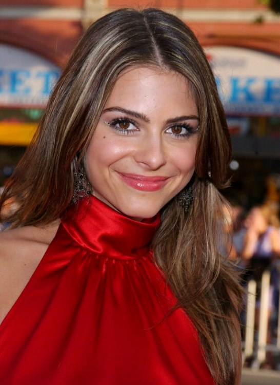Maria Menounos Wearing Open Hair Highlights And Silk For