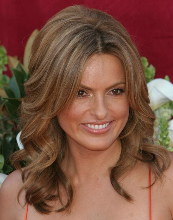 Mariska Hargitay Wearing Her Hair Long And Trendy With Foiling
