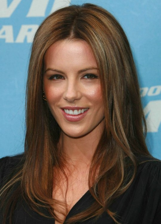 Kate Beckinsales Long Straight Auburn Hair With Highlights And