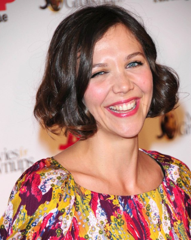 Maggie Gyllenhaal S Short Vintage Hair With Curls And Waves