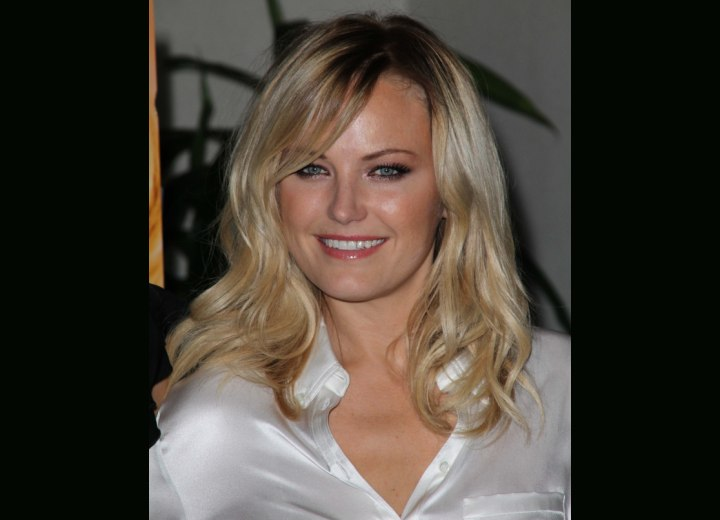 Malin Akerman's carfree hairstyle with curls and waves