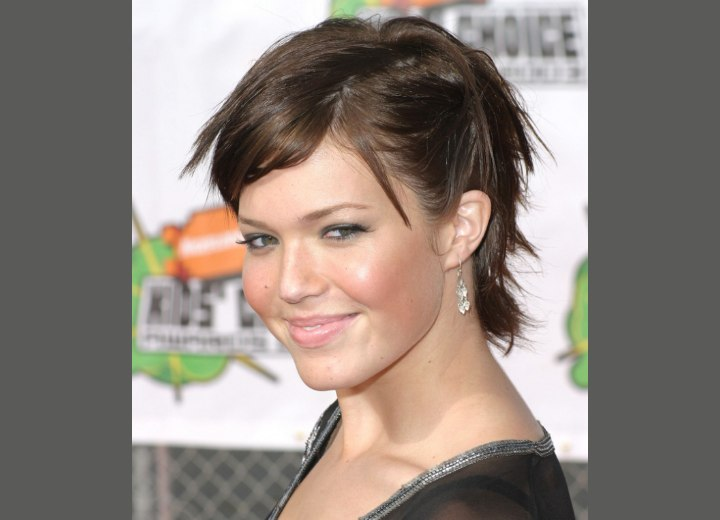 Straight short hairstyle - Mandy Moore