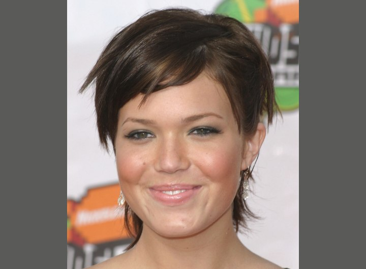 Short hairstyle with layers - Mandy Moore