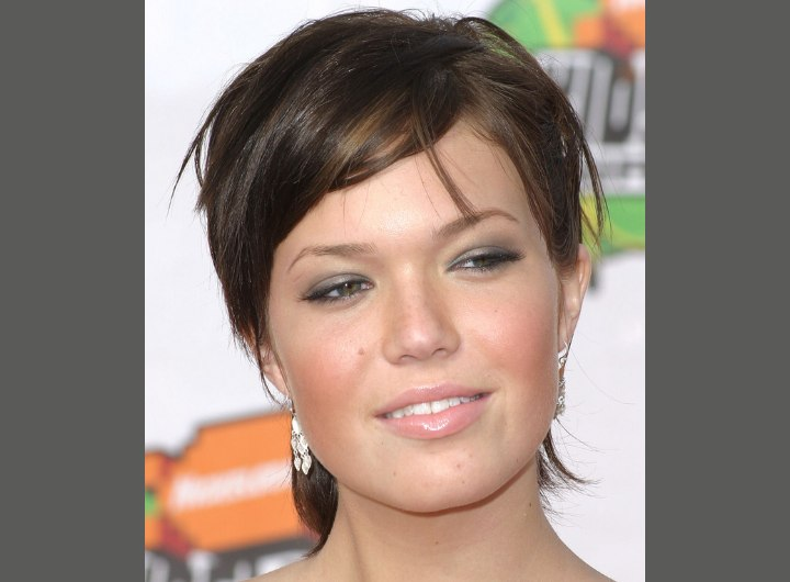 Brunette Mandy Moore with short hair