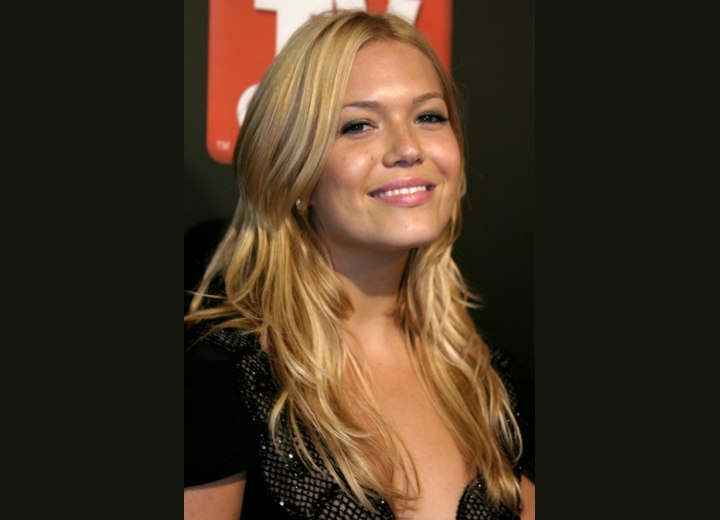 Blonde hair with streaks - Mandy Moore