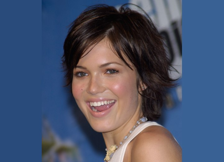 Mandy Moore's carefree short hairstyle