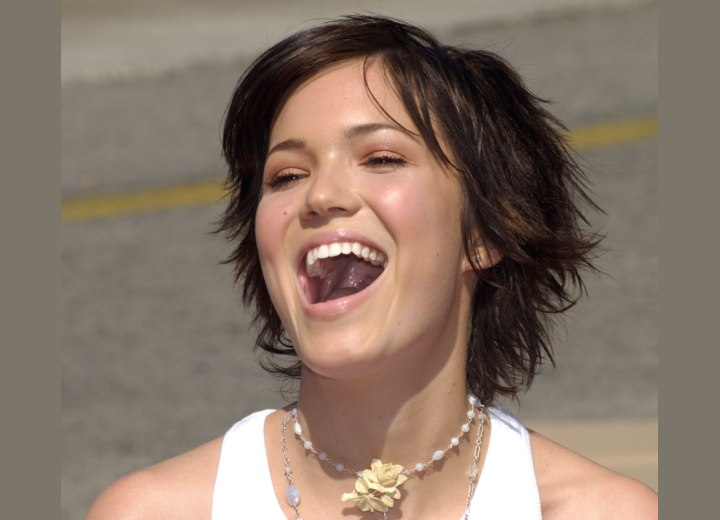 Mandy Moore's flippy short hair with bangs