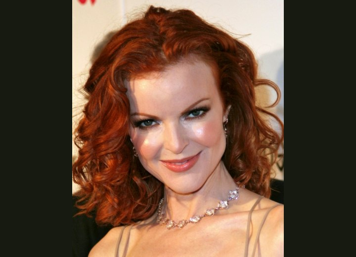 Shoulder length hair with curls - Marcia Cross