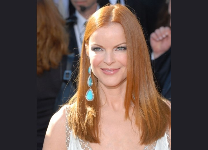 Long red hair with tapering - Marcia Cross