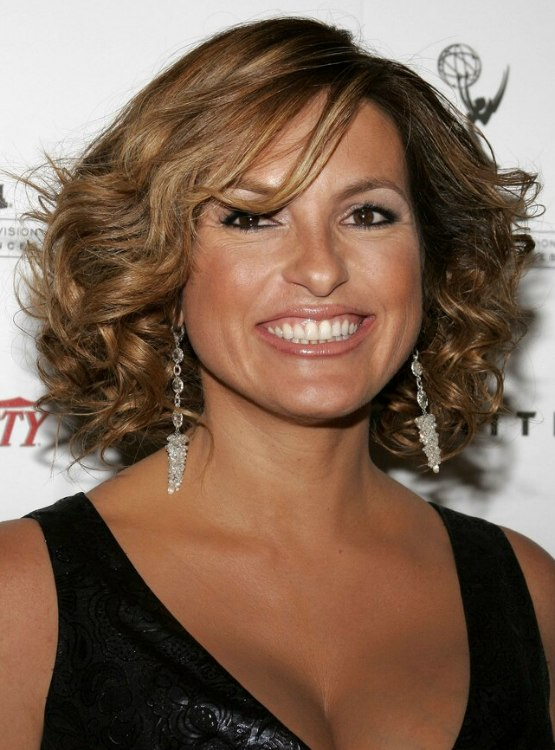 Mariska Hargitay S Hairdo With Hair That Is Touching The