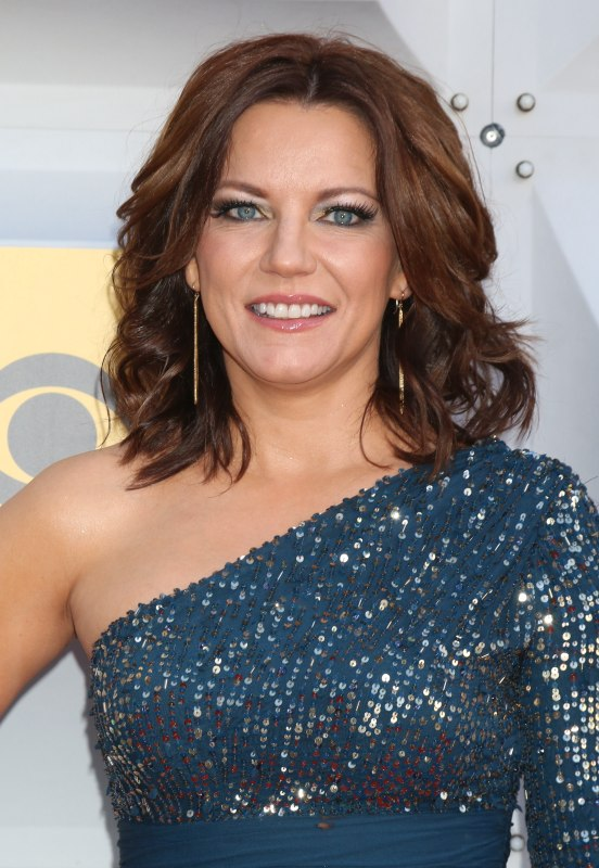 Martina Mcbride S Long Hair With Layers And Styled Around
