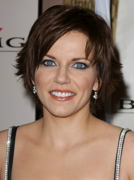 Martina Mcbride S Slithered Short Haircut With Ends That