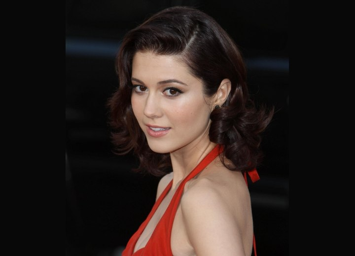 Vintage hairstyle with curls - Mary Elizabeth Winstead