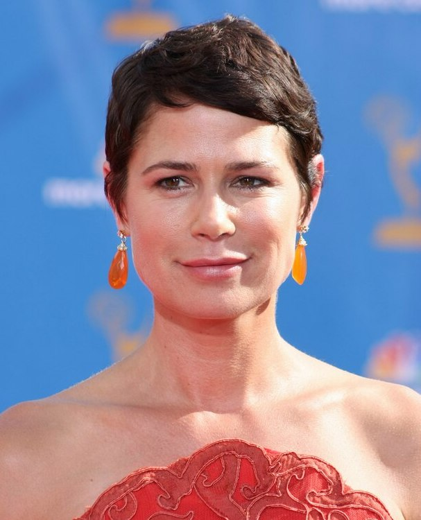 Maura Tierney With Short Hair A Pixie For Those Who Are
