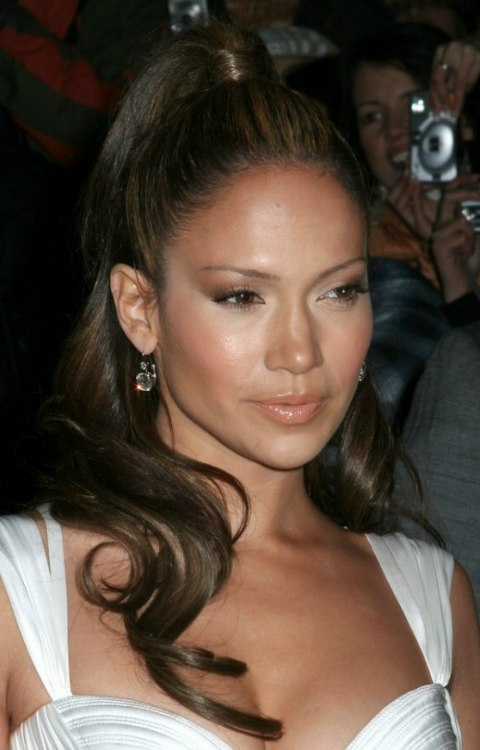 Jennifer Lopez Sporting A Mediterranean Hairstyle With