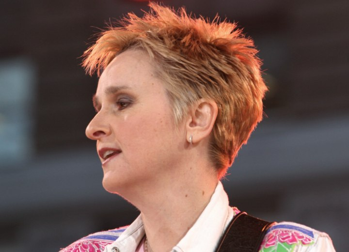 Side view of Melissa Etheridge's short haircut