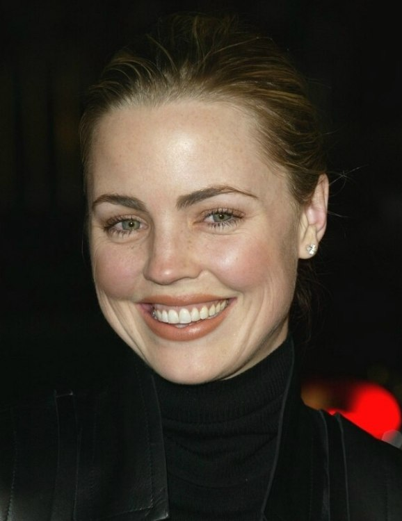 Melissa George With Her Hair Styled Up In A Strict Bun For