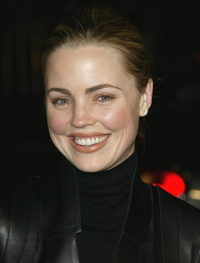 Melissa George With Her Hair Styled Up In A Strict Bun For A Ballerina Look