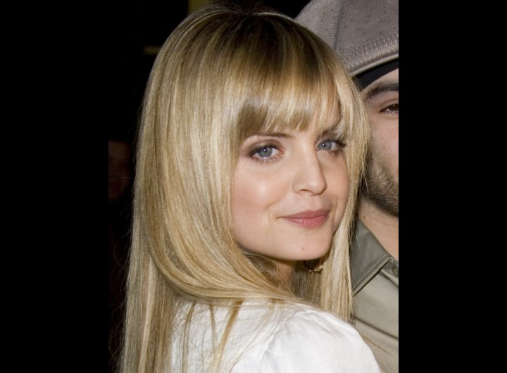 Side view of Mena Suvari's long hairstyle