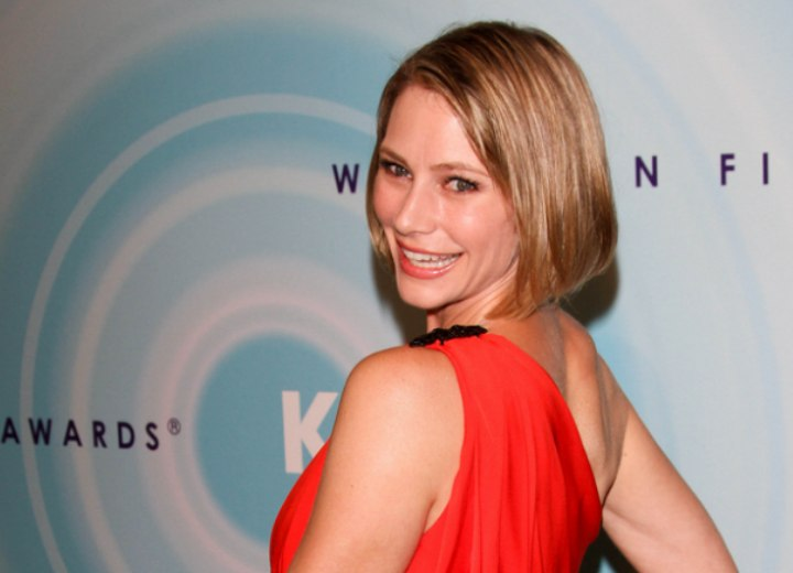 Youthful hairstyle for a 40 plus woman - Meredith Monroe