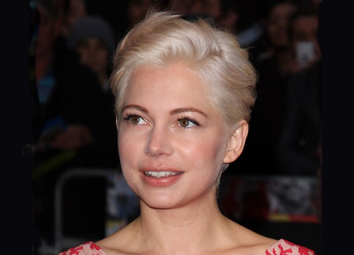 Michelle Williams wearing her hair in a pxie