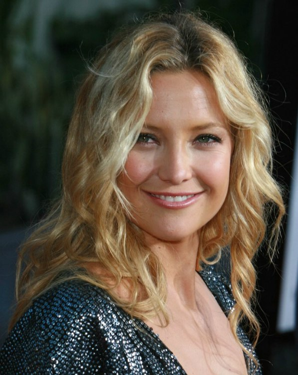 Kate Hudson S Hair With Natural Looking Waves And Spirals