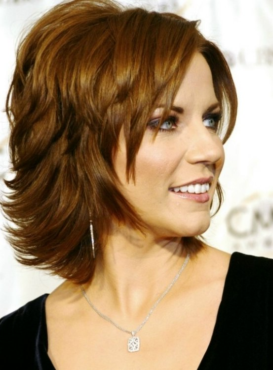 styling neck length hair martina mcbride s easy neck length hairstyle with a back 7056