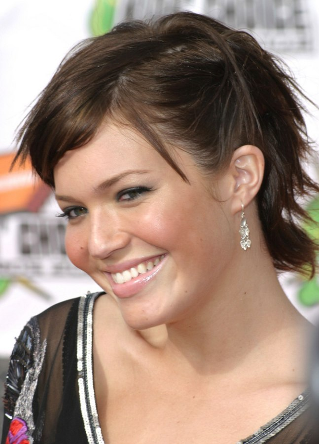 Mandy Moore Wearing Short Hair With A Longer Neckline
