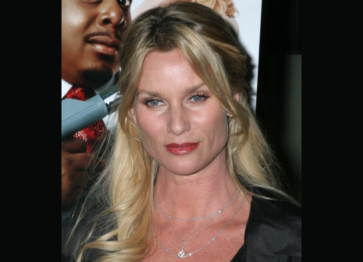 Nicollette Sheridan's hair with two tones of blonde