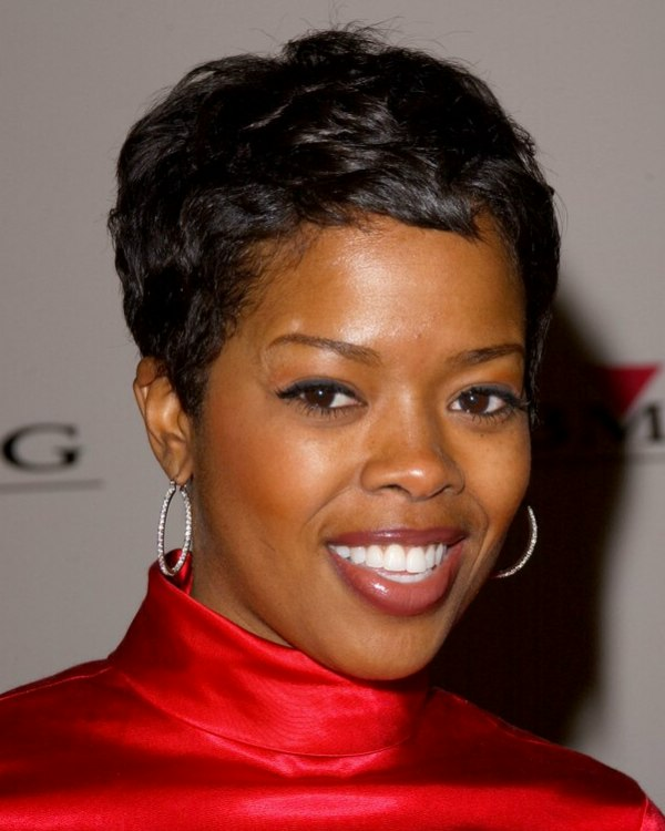 malinda williams haircut malinda williams wearing hair in a shag cut and 1917