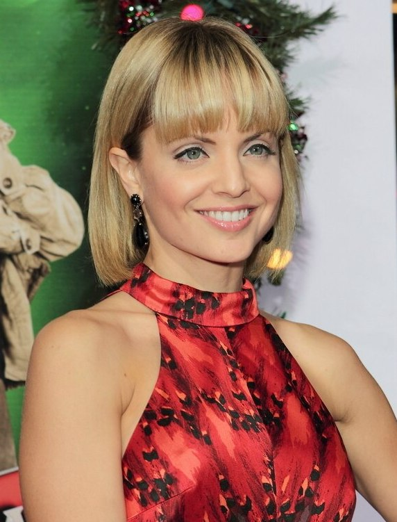 Mena Suvari Wearing A Bob With A Bottom And Fringe That