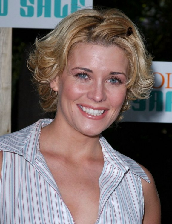 Mckenzie Westmore S Short Layered Hairstyle That Covers